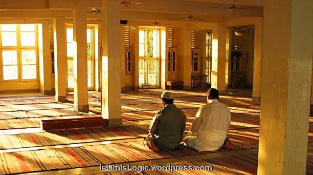 muslim-men-praying-in-sunlight