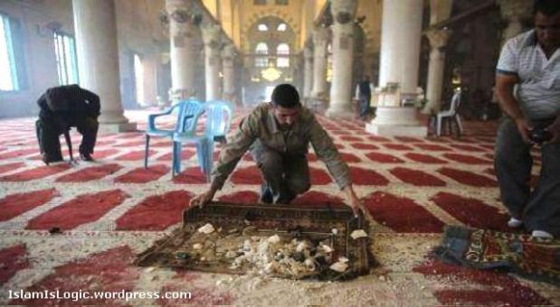 Muslims clean Al-Aqsa Mosque following Israeli invasion (Oct 2014)
